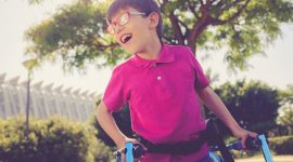ילד עם תסמונת אנגלמן