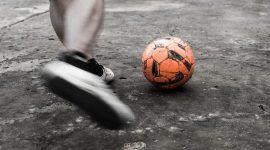 נפילה במגרש כדורגל
