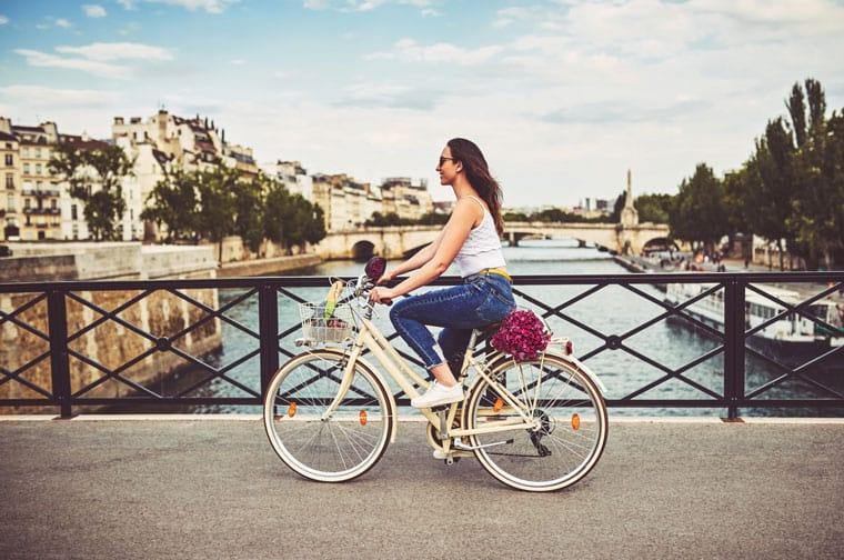 """תאונת אופניים בחו""""ל"""