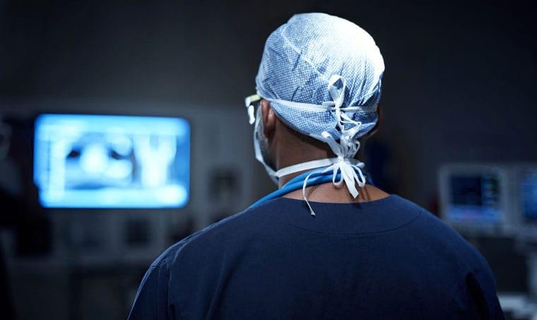 ניתוח עקמת עמוד שדרה